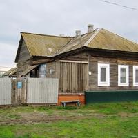 Мокроус. Дом с шатровой крышей - признак статуса жильцов 30-х гг.