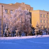 Мокроус. Здание средней  школы №2 - зимний пейзаж.