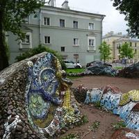 Сквер-дворик с мозаичным осьминогом