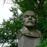 Бюст В.И Ленину