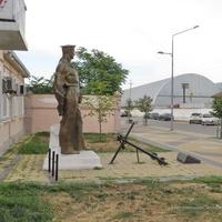 Памятник подвигу военных моряков