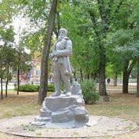 Памятник партизану ВОВ в парке Горького
