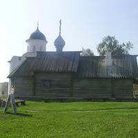 На территории Староладожской крепости. Храм Дмитрия Солунского, за ним - Георгиевский храм