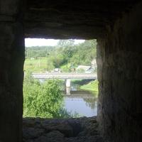 Вид из бойницы крепостных стен на мост через Ладожку