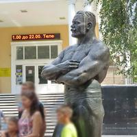 Памятник И. М. Поддубному