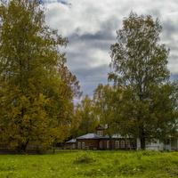 На территории дома-музея художников Васнецовых в с. Рябово Зуевского района