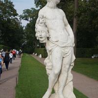 В Екатерининском парке...Скульптура.