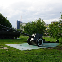 Бульвар Победы, противотанковая пушка МТ-12 Рапира