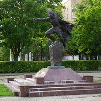 Памятник работникам 120 и 150 заводов участвовашим в Великой Отечественной войне