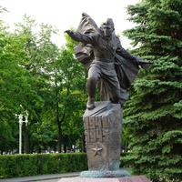Памятник работникам 120 и 150 заводов участвовашим в Великой Отечественной войн