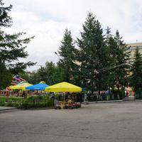 Детский парк развлечений у кинотеатра Юность