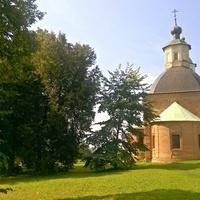 с. Хмелита, на территории усадьбы Грибоедова, церковь  во имя иконы Казанской Божьей Матери, построенной в 1759-1767 Ф.А.Грибоедовым