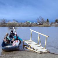 Весенняя переправа через реку Немду к деревне Пирогово Советского района