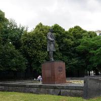 Якиманский сквер, памятник Г. М. Димитрову (1972 года)