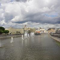 Фонтаны на водоотводном канале Москва реки
