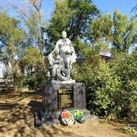 Памятник павшим воинам у жд вокзала