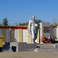 Мемориал и братская могила ВОВ