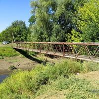 Мостик пешеходный через реку Ерик