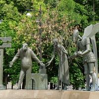 Сюрреалистическая скульптурная композиция М.М. Шемякина (2001 год)