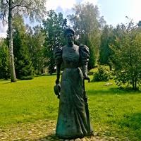территория комплекса Теремок, памятник Тенешевой