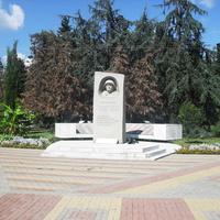 п.Лазаревское, мемориал в честь 50-летия победы в ВОВ