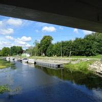 Под мостом.Река Муствеэ впадающая в Чудское озеро
