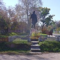 Воїнам визволителям села Залевки.