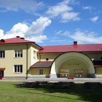 Библиотека и туристический центр, летняя сцена