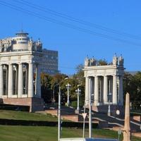 Главные ворота города. Центральная лестница набережной.