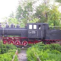 Узкоколейный паровоз-памятник Гр-255