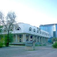 Заброшенное здание в центре города
