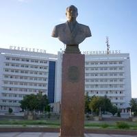 "Памятник Шарафу Рашидову и гостиница ""Узбекистан"""