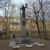 Памятник медикам