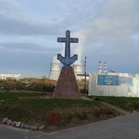 Памятный крест-якорь. Строится  новый храм в честь Порт-Артурской иконы Божией Матери