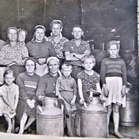 Доярки на ферме ~ 1959-1960гг