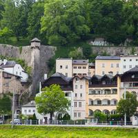 Дома около горы Мёнхсберг (гора монахов)