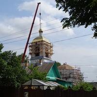 Церковь Святой Троицы. Установка куполов.