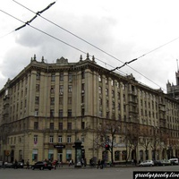 Дом на площади Конституции