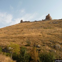 Вид на генуэзскую крепость Чембало