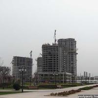 Центральная часть Грозного. Справа - площадь Минутка, слева - строящиеся небоскребы