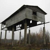 Заброшенное строение деревни