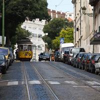 Улица с трамвайными путями