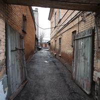 Проулок между домами в старом городе