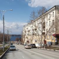 Улица к набережной