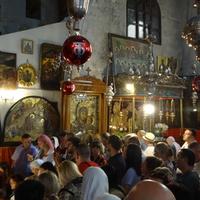 Армянская часть храма. Очередь в пещеру Рождества Христова