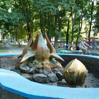 Старый фонтан в парке