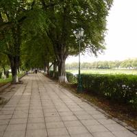 Пешеходная дорожка вдоль реки Уж
