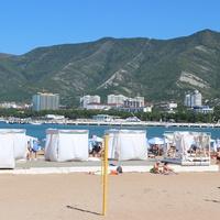 Шатры на центральном пляже.