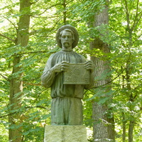 Памятник пчеловоду Прокоповичу.