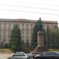 Площадь Ленина и памятник ему же
